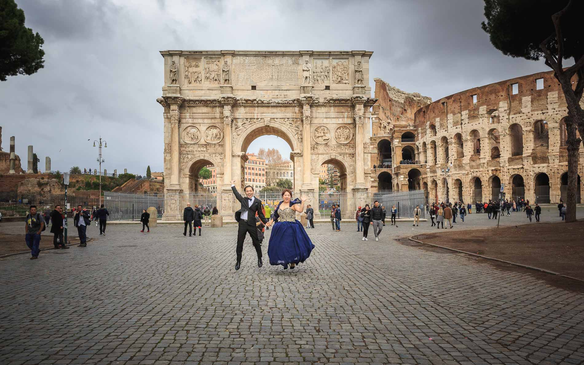 Japanese destination wedding couple in Rome, Italy by Italian wedding photographer Studio inFocus Weddings Daniele Romagnoli